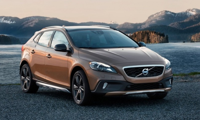 Volvo V40 Cross Country или Nissan Qashqai
